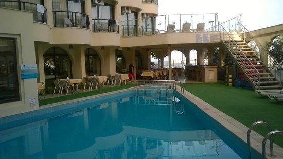 Hotel By Karaaslan Inn: Pool Area