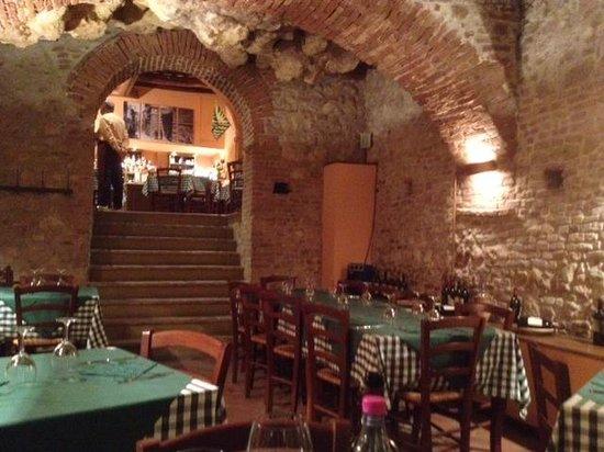 Godimento DiVino: Beautiful Cave-like interior