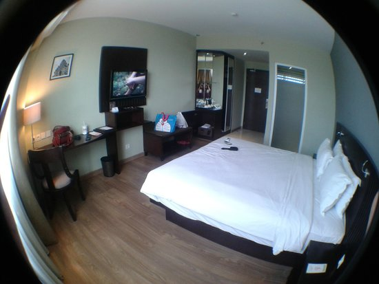 Hotel Santika Taman Mini Indonesia Indah-: Superior Room with King size bed