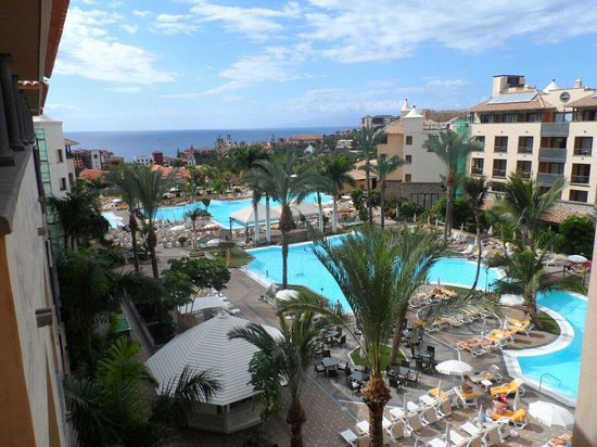 GF Gran Costa Adeje: View from balcony amazing hotel don't listen to the nit pickers