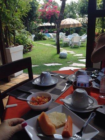 Brasil Tropical Village: Um pedaço do paraíso bem tropical. Café-da-manhã delicioso e caprichado😋
