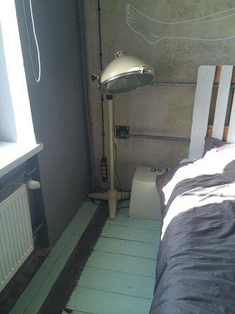 Sen Pszczoly Loft Hotel : Bedside lamp
