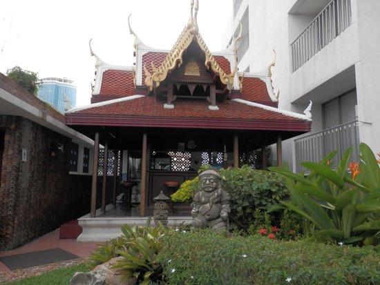 Montien Hotel Bangkok: The pool