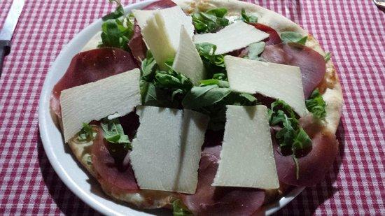 L'Osteria dei La Ginestra : Pizza rughetta bresaola e cacio