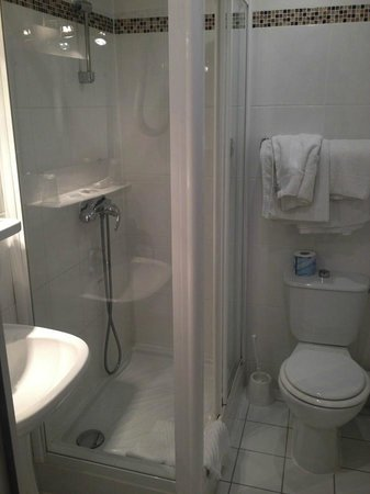 Hotel Paris Nord: The bathroom