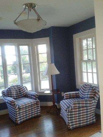 Leavenworth Inn: Small sittingroom at 'The Cottage'