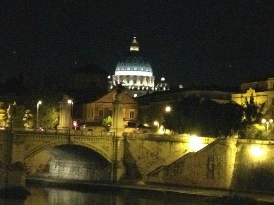 Hotel Dei Consoli: St Peters Basilica at Night