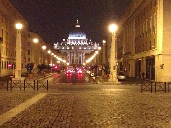 Hotel Dei Consoli: St Peters Basilica at Night