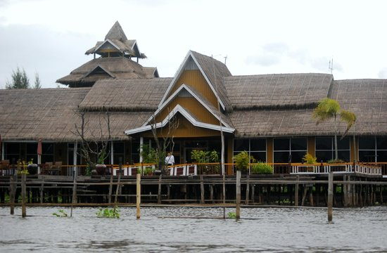 Paramount Inle Resort : Entrada principal