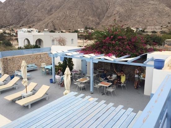 Amelie Hotel: breakfast at  bar