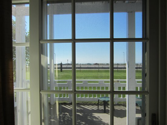 Snyder's Shoreline Inn : Our view from the hotel room to the patio
