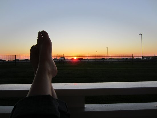 Snyder's Shoreline Inn : Enjoying the sunset from our personal patio right outside our hotel room