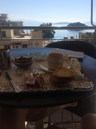 Apollon Hotel: Breakfast on the balcony
