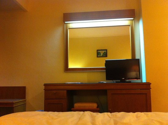 Royal Asia Hotel: Mirror & TV