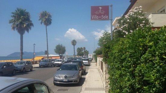 Villa del Sole Hotel: Перед входом в виллу