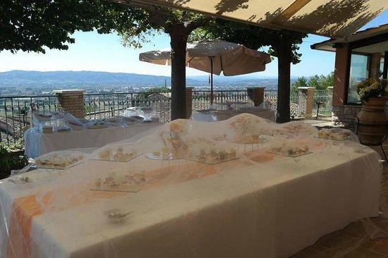 il buffet sulla terrazza e il panorama - Picture of Hotel Giotto ...