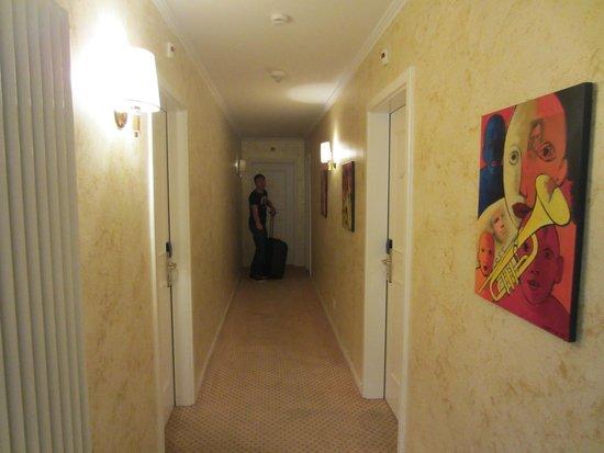 Hotel Garni Millennium : corridor