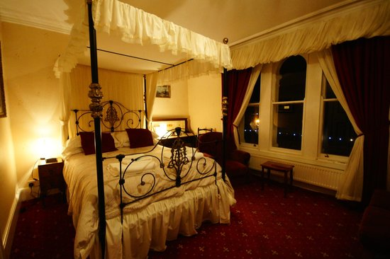 Kinmel Hotel: New Four Poster Bed Room