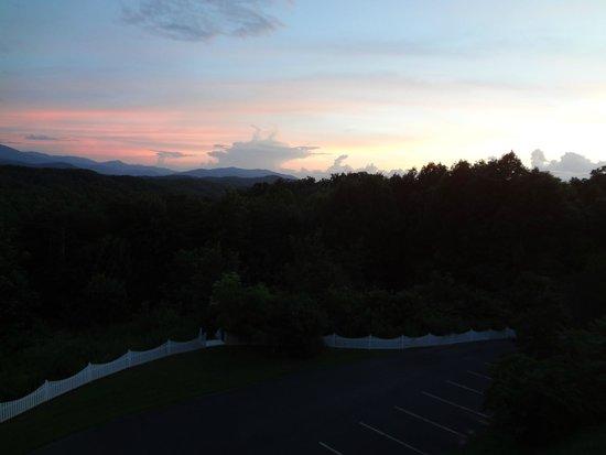 Hippensteal's Mountain View Inn: View from the Inn