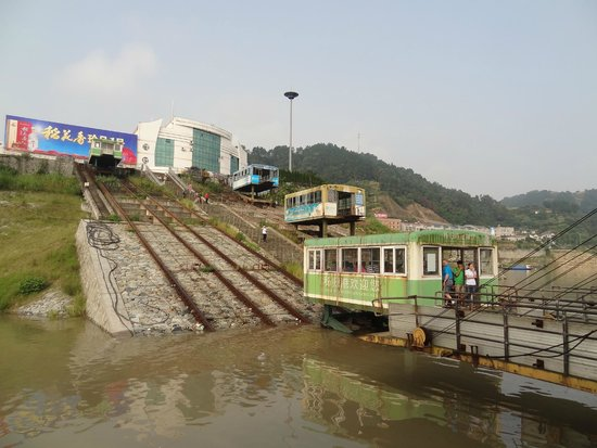 Yangtze River: Funicular at Zigui from the dock to the ship
