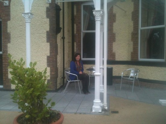 Lucan Spa Hotel: outside seating area