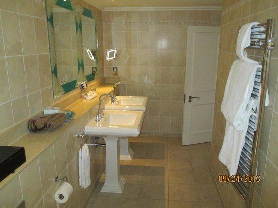 The Royal Horseguards: Bathroom