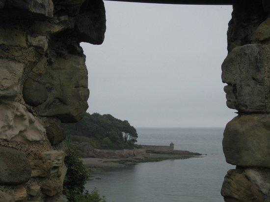 Invertiel Bed & Breakfast: Castle view