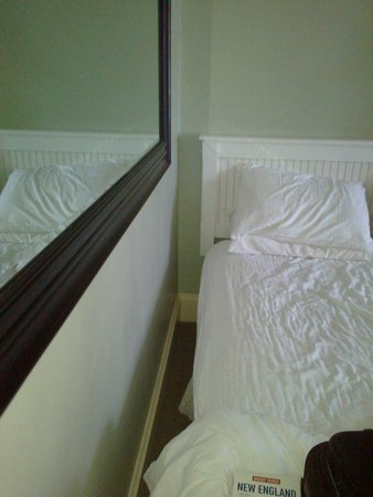 Belfry Inn and Bistro: No room to get into bed!