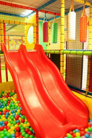 Seveso, إيطاليا: scivolo del playground