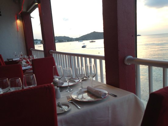 L'Escapade : View of the ocean from our table