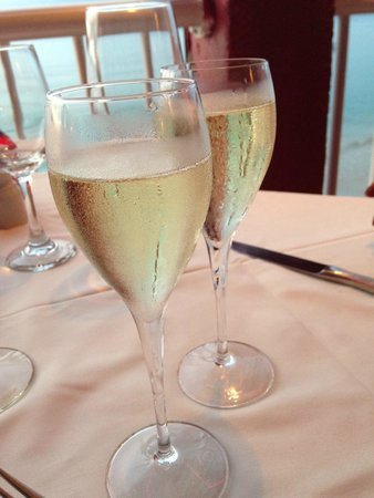 L'Escapade : Complimentary champagne to celebrate our anniversary!