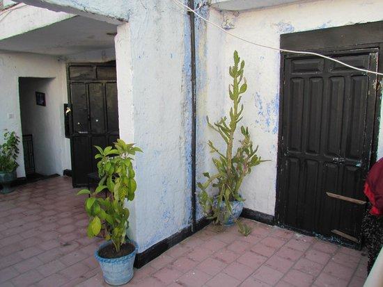 Hotel Valencia : L'ingresso di alcune camere che si trovano sul terrazzo