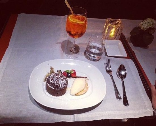 Emporio Armani Caffè & Ristorante: Moelleux au chocolat et aperolspritz