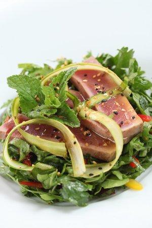 Cafe Michel: Салат с тунцом