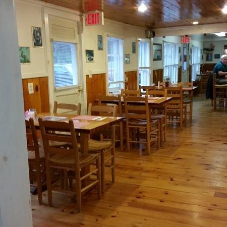 Trading Post Restaurant: Cozy and Clean
