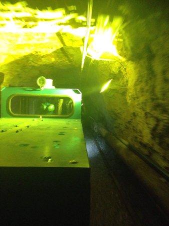 Ecomuseo delle Miniere e della Val Germanasca: Il trenino all'interno della Miniera Gianna.