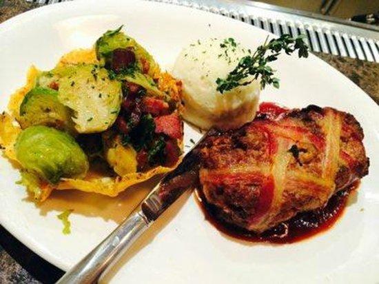 John Martin's Restaurant : Meatloaf Bacon Bomb