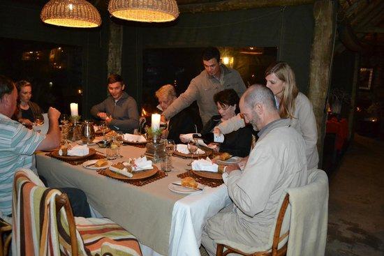 HillsNek Safaris, Amakhala Game Reserve : Dinner at the lodge