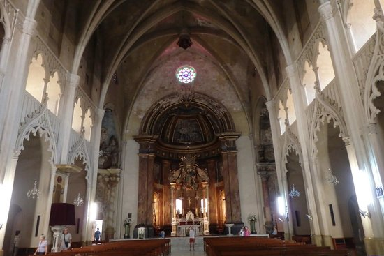 Mahon, Spain: Plenty of ecclesiastical pieces