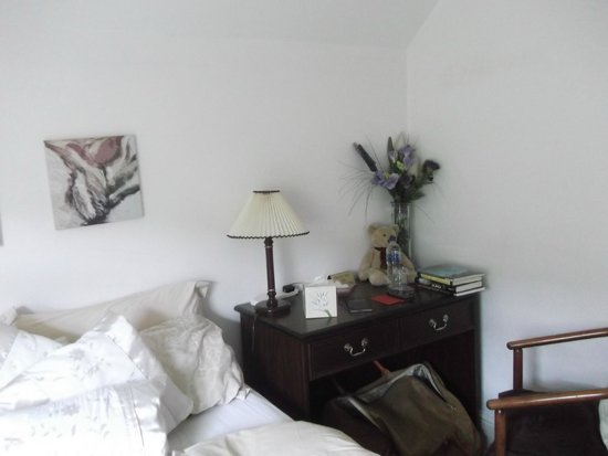 Cleeve Hill House Hotel: Bedroom and room