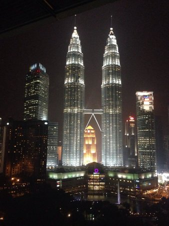Traders Hotel, Kuala Lumpur: View from our room amazing!!!!