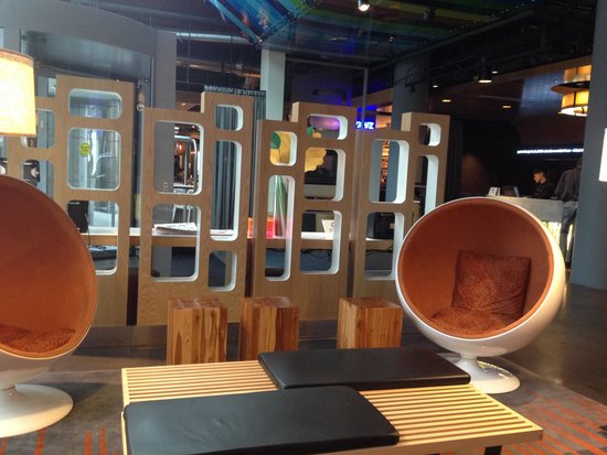 Aloft Chicago City Center: Lobby area- chill out!