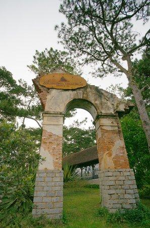 Ana Mandara Villas Dalat Resort & Spa: Old Gate