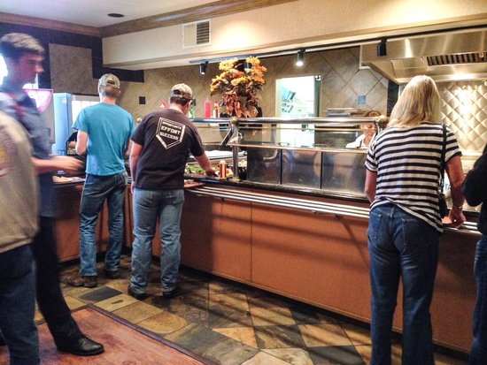 Oxford Suites Redding : Breakfast buffet