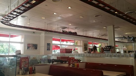 Ruby's Diner: vista do trenzinho sob o teto