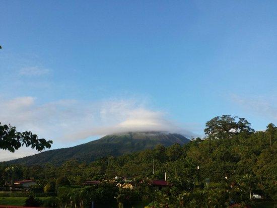Arenal Volcano Inn: Vista del Volcán Arenal