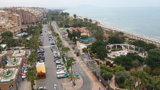 Playa de Morro de Gos: Вид из отеля на парк и побережье.