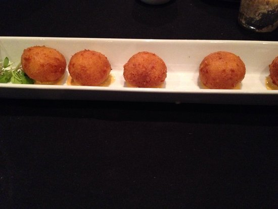 Petit Piquant: Cheese Puff Appetizer
