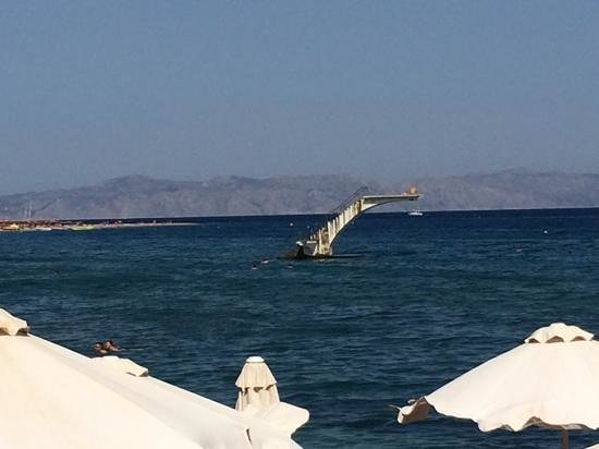 Amphitryon Boutique Hotel : view of the stone diving board from the baia seaside cafe