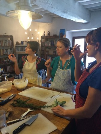 Alessandra Federici's Cucina Cooking School : Cooking with friends.